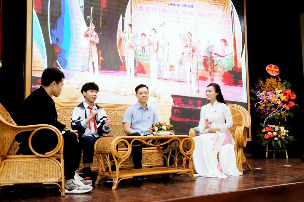 Học sinh Nguyễn Minh Quang tham gia giao lưu tại chương trình