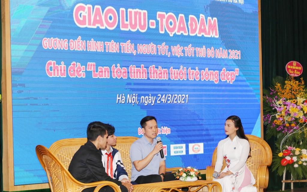Bác sĩ Nguyễn Việt Quang giao lưu cùng các bạn trẻ