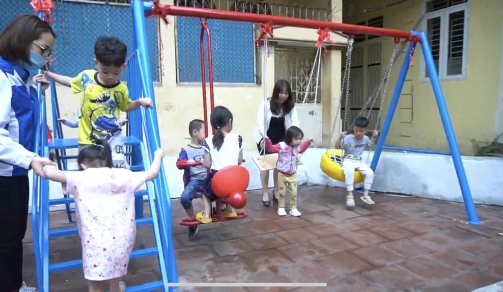 Công trình sân chơi thiếu nhi được Đoàn Thanh niên Công an quận Hoàn Kiếm phối hợp với các đơn vị thực hiện