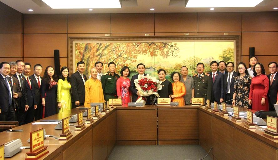 Đoàn đại biểu Quốc hội thành phố Hà Nội chúc mừng đồng chí Vương Đình Huệ