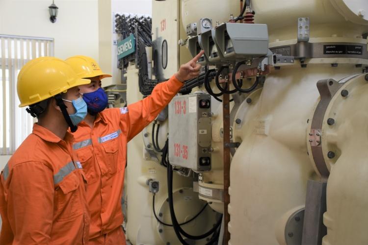 EVNHANOI triển khai các phương án đảm bảo điện tại ổ dịch thôn Hạ Lôi