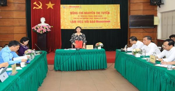 Phó Bí thư Thường trực Thành ủy Nguyễn Thị Tuyến thăm, làm việc với báo Hànộimới