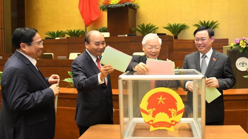 Các đại biểu bỏ phiếu bầu các chức danh