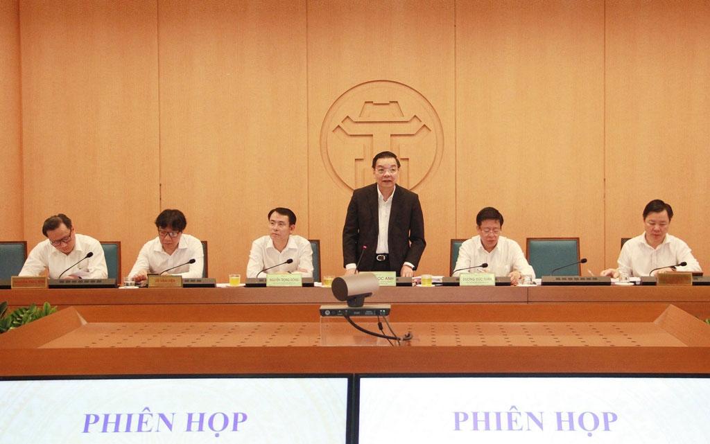 Chủ tịch UBND thành phố Hà Nội Chu Ngọc Anh phát biểu tại phiên họp.