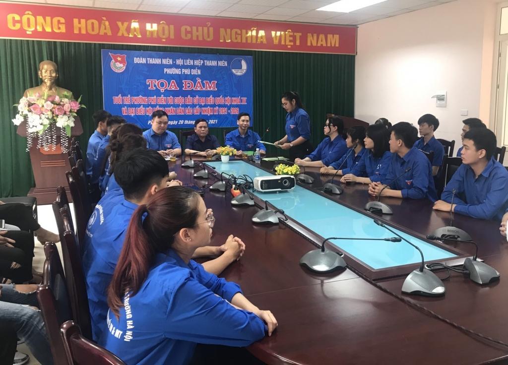 Các bạn đoàn viên, thanh niên, cử tri trẻ phường Phú Diễn cùng tham dự hội nghị, tìm hiểu, trao đổi kiến thức về bầ cử