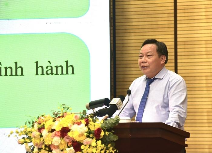 Phó Bí thư Thành ủy Nguyễn Văn Phong trình bày các chương trình công tác
