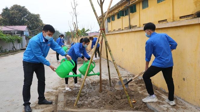 Đoàn viên, thanh niên huyện Sóc Sơn trồng cây xanh
