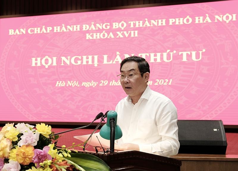 Phó Chủ tịch UBND TP Lê Hồng Sơn trình bày Dự thảo Chương trình hành động của Đảng bộ TP  Hà Nội triển khai thực hiện Nghị quyết Đại hội XIII của Đảng gắn với thực hiện Nghị quyết Đại hội XVII của Đảng bộ TP