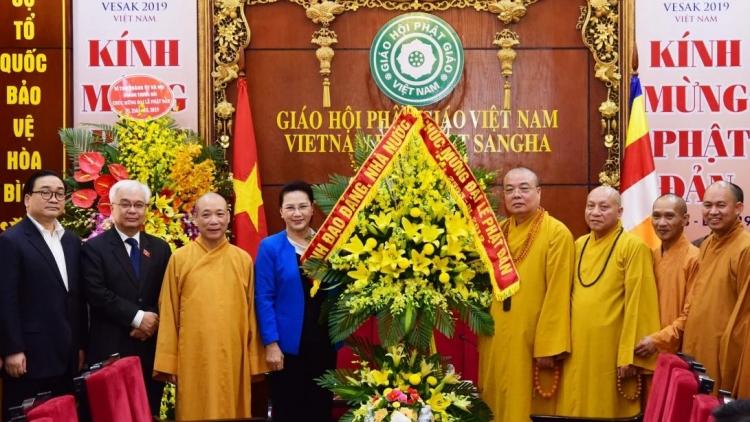 Chủ tịch Quốc hội Nguyễn Thị Kim Ngân chúc mừng Lễ Phật đản tại chùa Quán Sứ