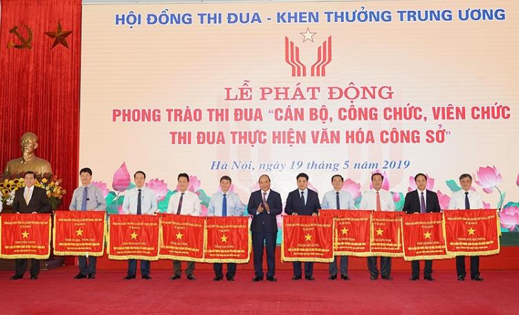 thu tuong can bo khong duoc bo viec phai doc long phuc vu nhan dan