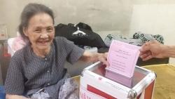 Những cử tri đặc biệt của quận Ba Đình thực hiện quyền công dân như thế nào?