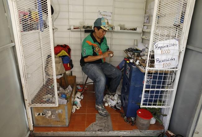 lam canh kho khan nguoi dan venezuela tich cuc dung do tai che