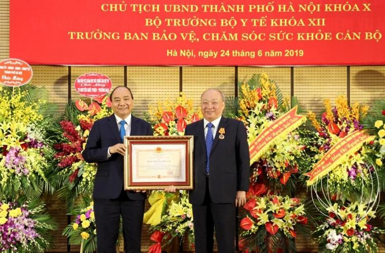 trao tang huan chuong doc lap hang nhat cho dong chi nguyen quoc trieu