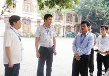 Phó Chủ tịch UBND TP Ngô Văn Quý kiểm tra công tác coi thi tại trường Trần Phú
