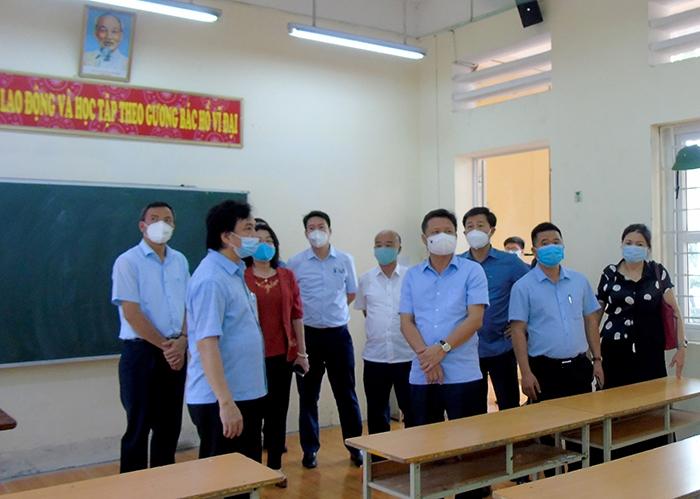Đoàn kiểm tra công tác phòng chống dịch Covid-19 và công tác tổ chức kỳ thi vào lớp 10 tại Trường THPT Hoài Đức A