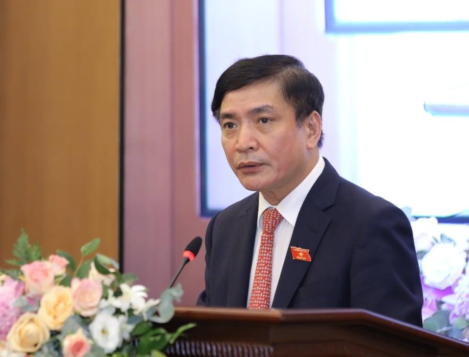 Tổng Thư ký Quốc hội, Chủ nhiệm Văn phòng Quốc hội Bùi Văn Cường trình bày báo cáo tóm tắt kết quả bầu cử