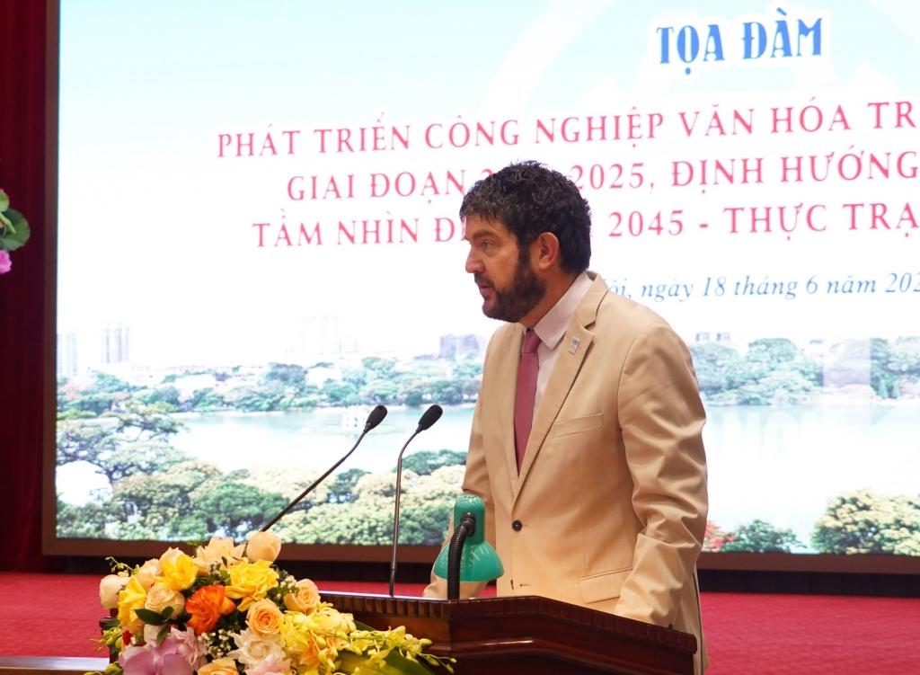 Ông Michael Croft, Trưởng đại diện UNESCO tại Việt Nam phát biểu tại tọa đàm