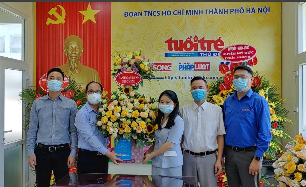 Lãnh đạo Thành đoàn Hà Nội chúc mừng báo Tuổi trẻ Thủ đô