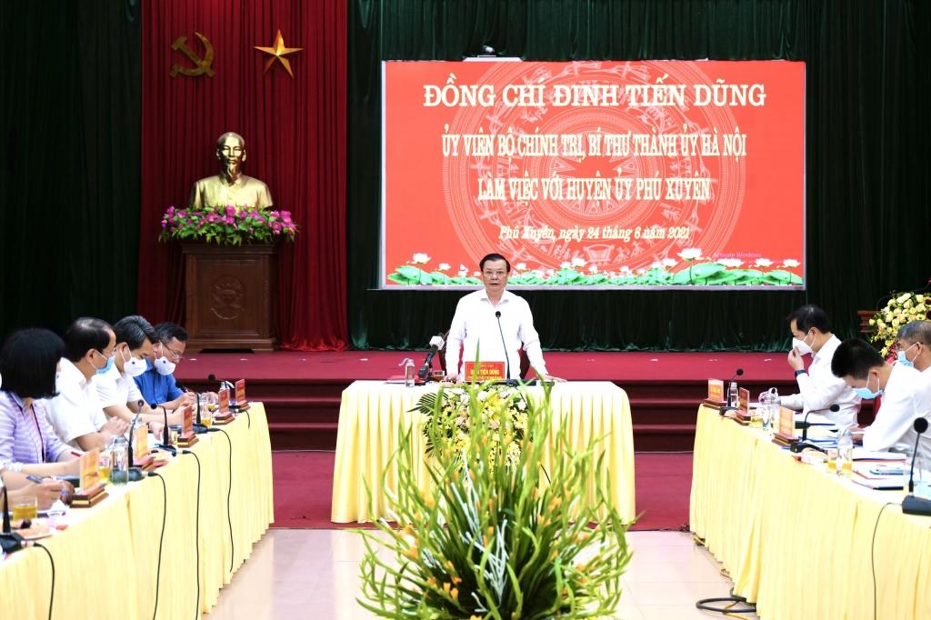 Bí thư Thành ủy Đinh Tiến Dũng phát biểu chỉ đạo tại buổi làm việc