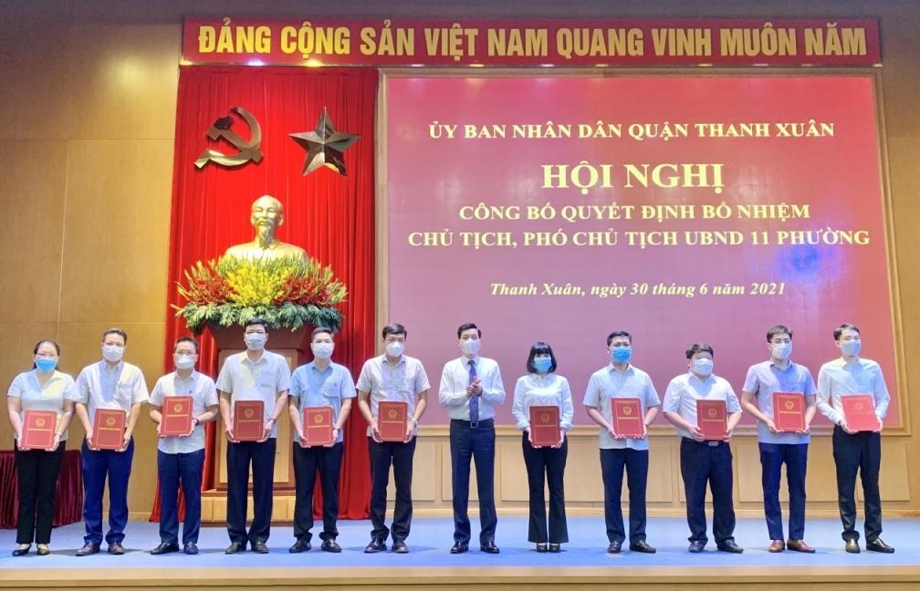Công bố quyết định bổ nhiệm 33 Chủ tịch, Phó Chủ tịch UBND các phường tại quận Thanh Xuân