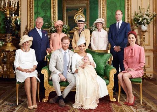 Vợ chồng Hoàng tử Harry làm lễ rửa tội cho con trai
