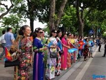 """Người dân và du khách quốc tế hào hứng với """"Ngày hội vì hòa bình"""""""