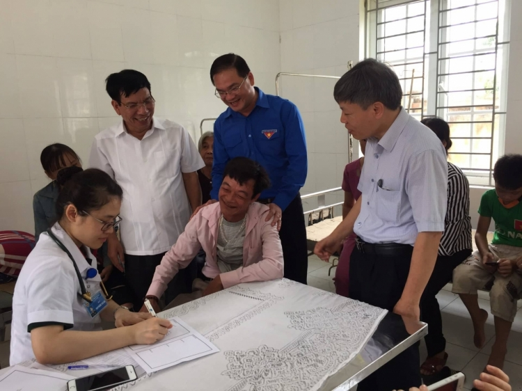 1400 dong bao dan toc thieu so thu do duoc kham benh phat thuoc mien phi