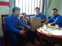 Tuổi trẻ Long Biên thăm hỏi, tặng quà các mẹ Việt Nam anh hùng