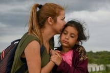 Những khoảnh khắc xúc động của dòng người nhập cư ở biên giới Mỹ - Mexico