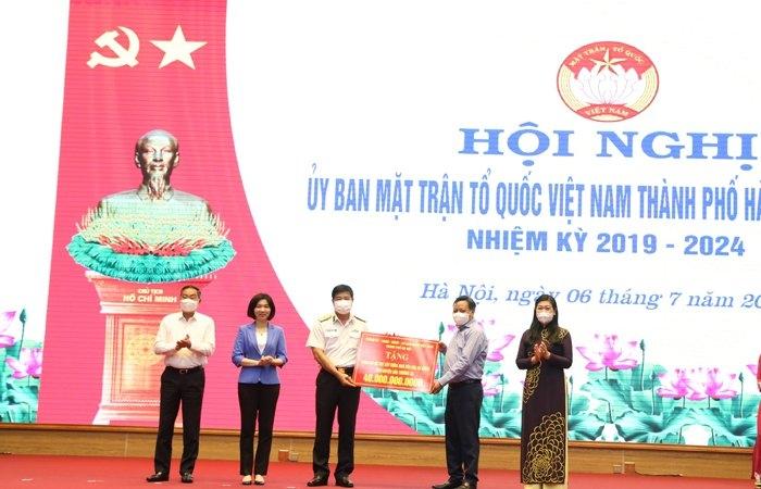 Lãnh đạo TP Hà Nội trao kinh phí xây dựng Nhà văn hóa đa năng tại Đảo Thuyền Chài A