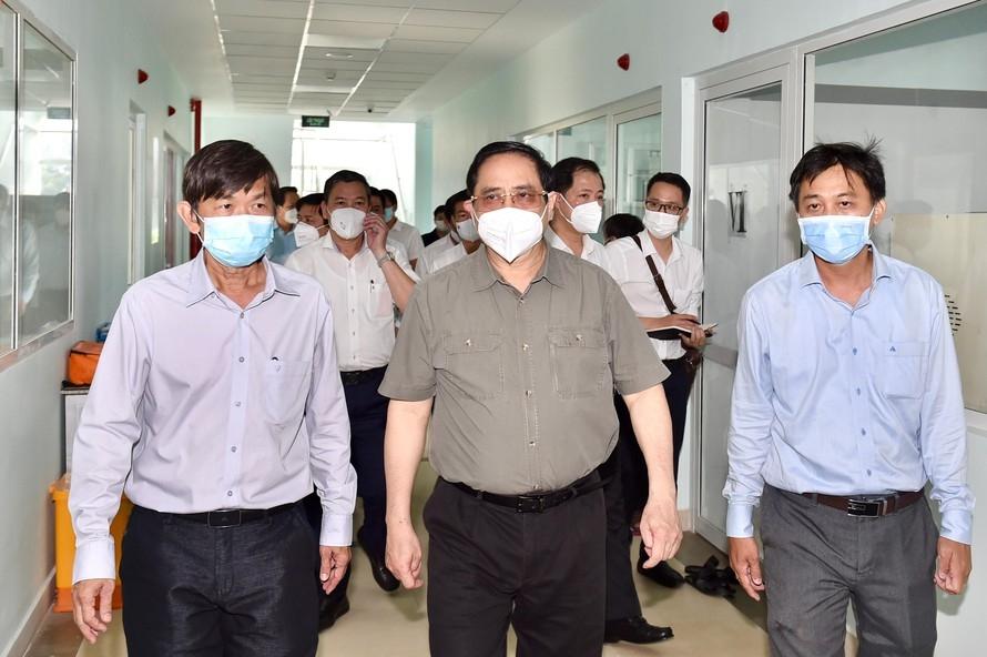 Thủ tướng Phạm Minh Chính kiểm tra tại CDC Tây Ninh. Ảnh: VGP/Nhật Bắc