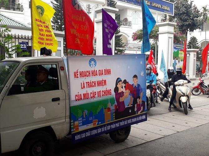 Tuyên truyền cổ động công tác dân số trên địa bàn quận Thanh Xuân.