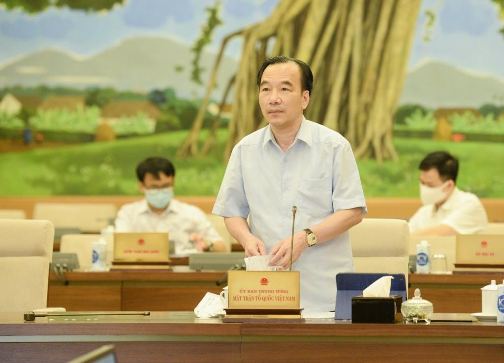 Phó Chủ tịch Ủy ban Trung ương Mặt trận Tổ quốc Việt Nam Ngô Sách Thực trình bày báo cáo tại phiên họp 58 của Uỷ ban Thường vụ Quốc hội