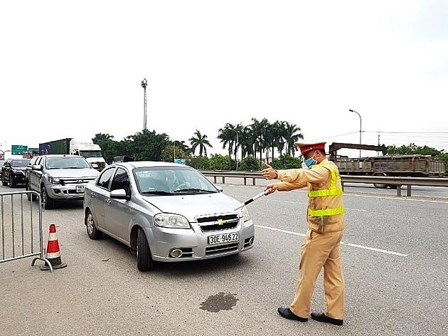 Hà Nội lập chốt kiểm soát toàn bộ người dân từ các nơi trở về TP.