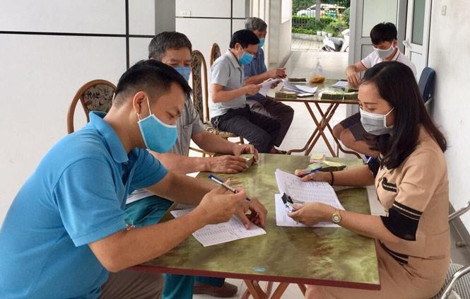 Chi hỗ trợ từ gói an sinh xã hội của Chính phủ cho người lao động bị ảnh hưởng bởi dịch Covid-19 năm 2020 tại quận Long Biên.