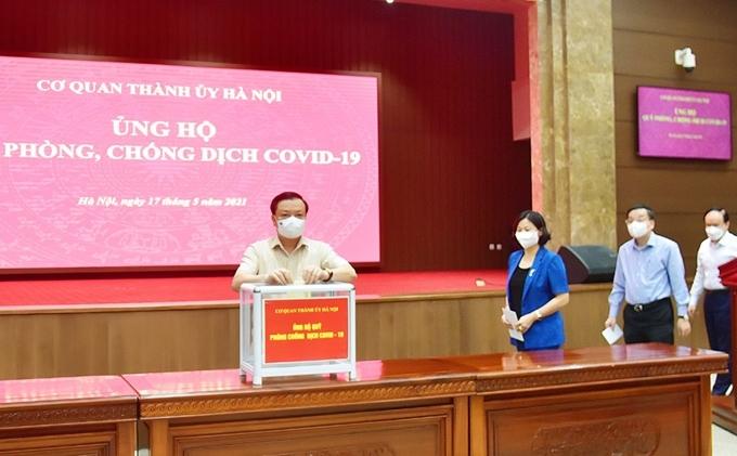 Bí thư Thành ủy Hà Nội  Đinh Tiến Dũng cùng các đồng chí lãnh đạo TP Hà Nội quyên góp ủng hộ Quỹ phòng, chống dịch Covid-19