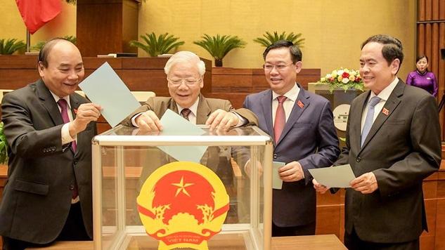 Các vị Lãnh đạo Đảng, Nhà nước bỏ phiếu bầu Chủ tịch Quốc hội khóa XV.