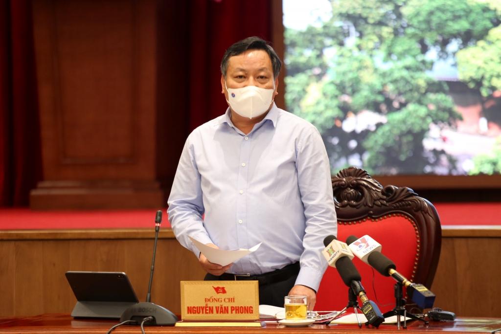 Phó Bí thư Thành ủy Nguyễn Văn Phong phát biểu tại buổi hợp báo