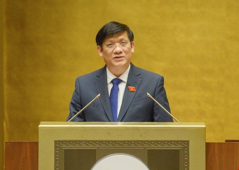 Bộ trưởng Bộ Y tế Nguyễn Thanh Long trình bày tờ trình trước Quốc hội
