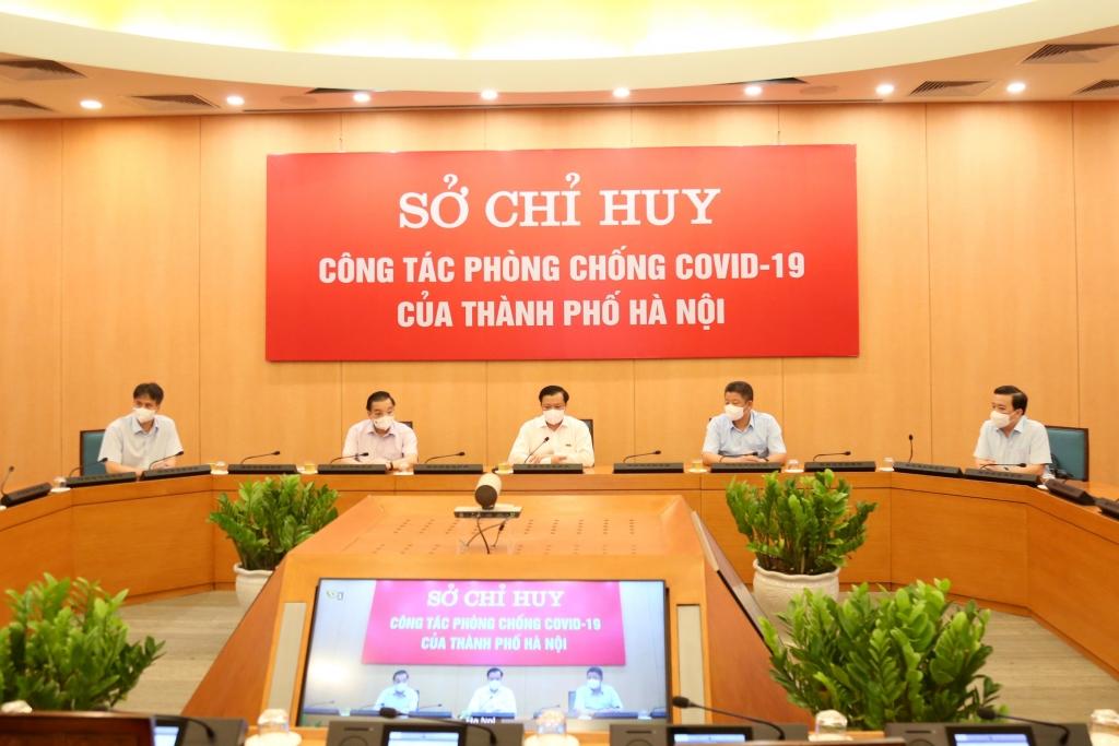 Bí thư Thành ủy Hà Nội Đinh Tiến Dũng cùng các đồng chí lãnh đạo TP Hà Nội dự họp trực tuyến với sở chỉ huy các sở, ngành, quận, huyện, thị xã.