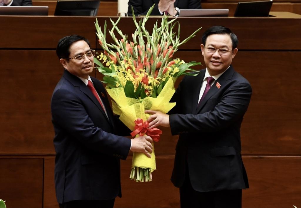 Chủ tịch Quốc hội Vương Đình Huệ chúc mừng Thủ tướng Phạm Minh Chính