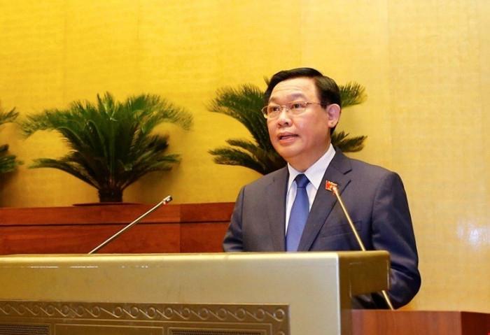 Chủ tịch Quốc hội Vương Đình Huệ phát biểu tại phiên họp sáng 27/7