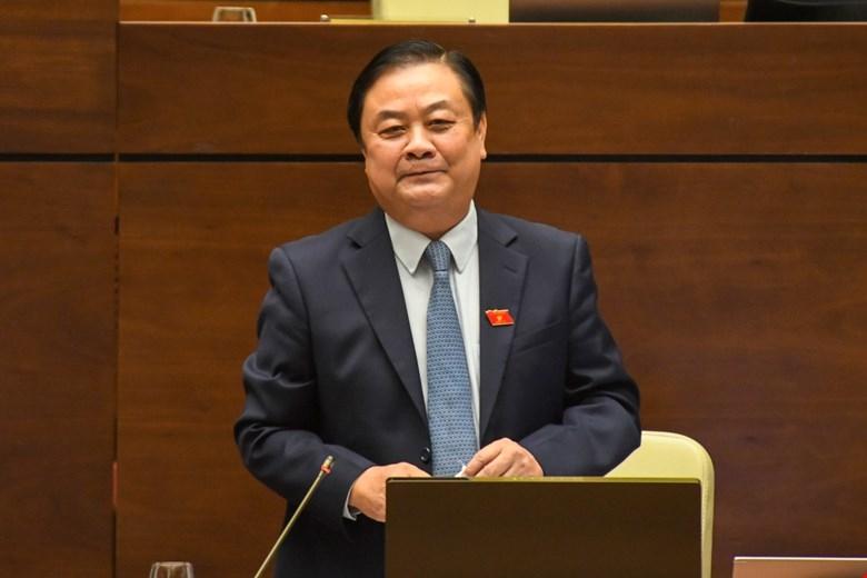 Bộ trưởng Bộ Nông nghiệp và Phát triển nông thôn Lê Minh Hoan trình bày, làm rõ các vấn đề ĐBQH quan tâm