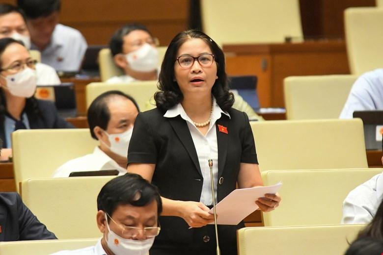Đại biểu Nguyễn Thị Lan nêu ý kiến thảo luận