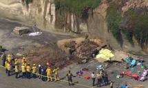 Vách đá sập xuống bãi tắm ở Mỹ, ít nhất ba người chết