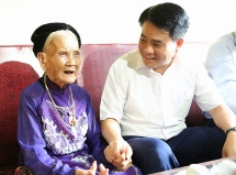 ha noi danh gan 48 ty dong tang qua doi tuong chinh sach dip quoc khanh 29