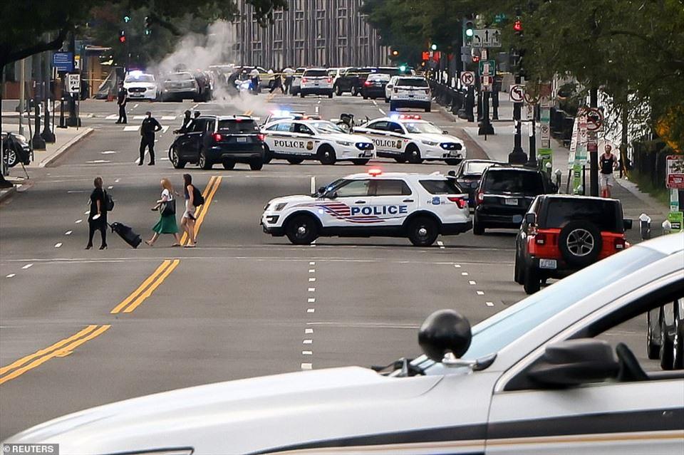 Khu vực xung quanh Nhà Trắng bị phong tỏa sau vụ nổ súng. Ảnh: Reuters.