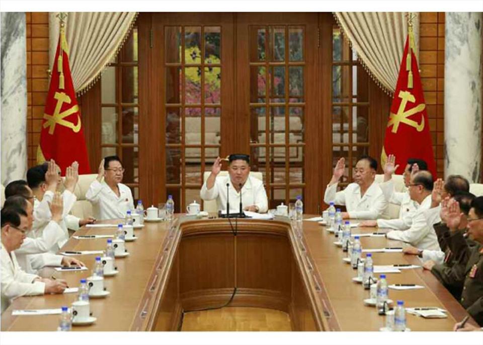 Bão Bavi sắp đổ bộ Triều Tiên, ông Kim Jong-un chỉ đạo khẩn cấp