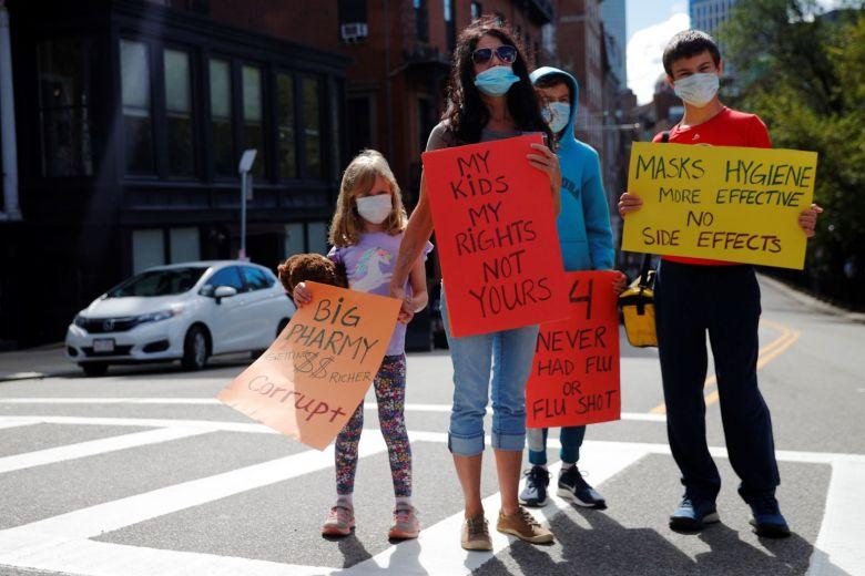 Biểu tình tại Mỹ phản đối quy định tiêm vaccine ngừa cúm bắt buộc