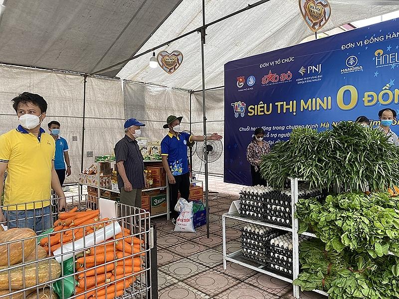 """""""Siêu thị mini 0 đồng"""" tại Hà Nội là hoạt động nằm trong chiến dịch Hà Nội Trái tim hồng do Thành đoàn - Hội Sinh viên Việt Nam TP Hà Nội cùng các đơn vị đồng phối hợp tổ chức."""